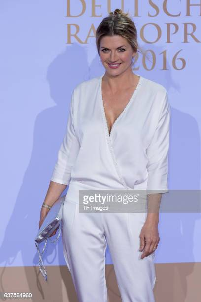 Schauspielerin Nina Bott attends the Deutscher Radiopreis 2016 on October 6 2016 in Hamburg Germany