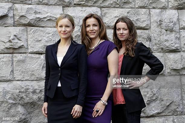 Schauspielerin Stefanie Stappenbeck Rebecca Immanuel und Alice Dwyer bei einem Fototermin am Set des Sat1 Gerichtsthrillers 'IM ALLEINGANG' in Berlin