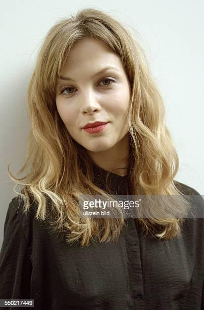Schauspielerin Sylvia Hoeks anässlich des Photocalls zur Verleihung des Shooting Star Award während der 61 Internationalen Filmfestspiele in Berlin