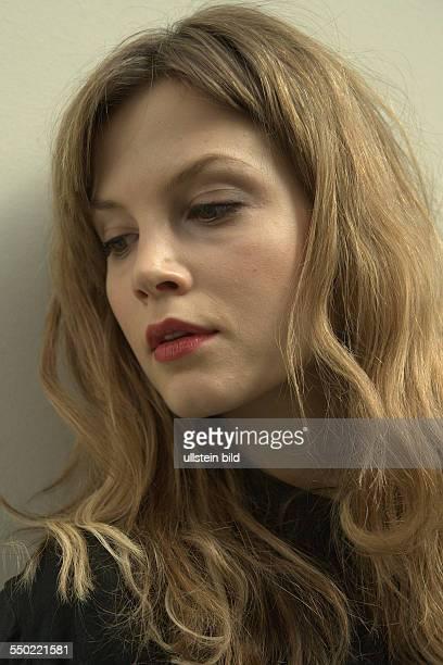 Schauspielerin Sylvia Hoeks anässlich des Photocalls zur Verleihung der Shooting Star Awards während der 61 Internationalen Filmfestspiele in Berlin