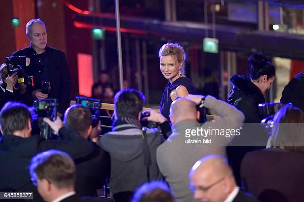 Schauspielerin Veronica Ferres umringt von Fotografen während des Eröffnungsempfangs anlässlich der 65 Internationalen Filmfestspiele Berlin