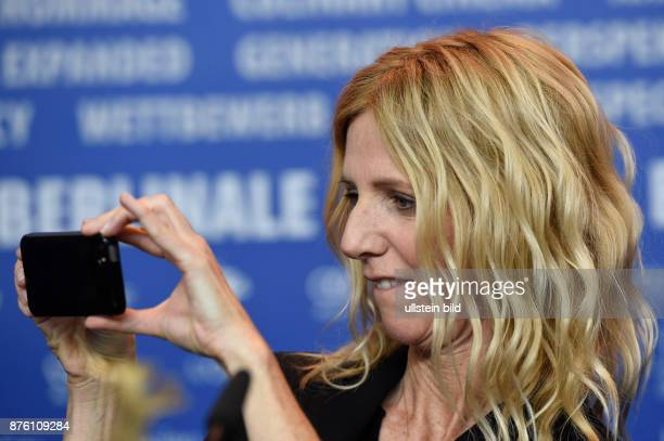 SchauspielerinSandrine Kiberlain während der Pressekonferenz zum Film QUAND ON A 17 / BEING 17 anlässlich der 66 Internationalen Filmfestspiele Berlin