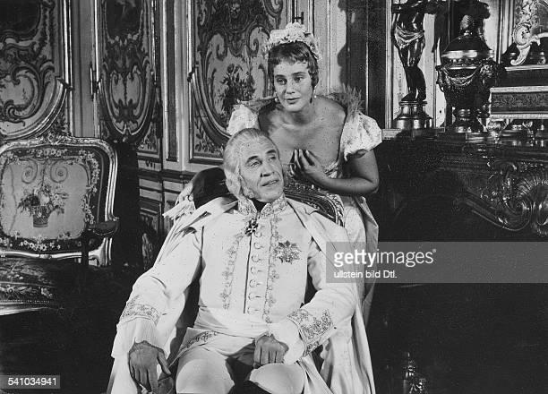 Schell Maria Actress Austria / Switzerland * Scene from the movie 'Napoléon'' as Arch Duchess MarieLouise with Fernand Fabre as Francis II of Austria...