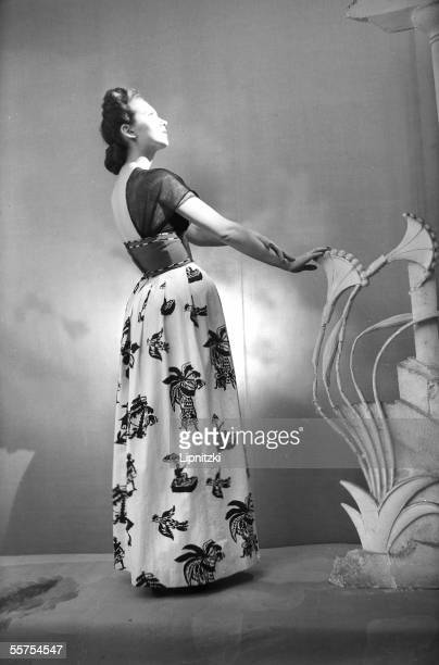 Schiaparelli's evening dress Paris February 1947 RV733527