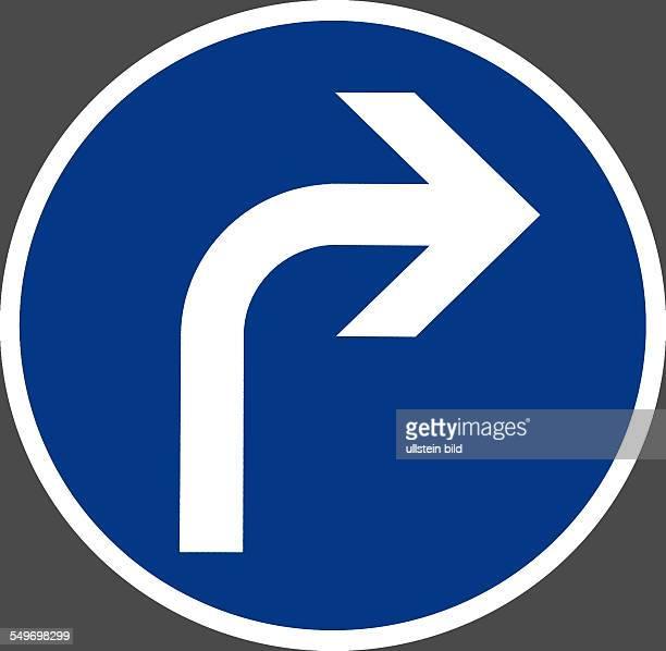 Schild rechts Abbiegen