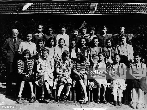 Schüler und Schülerinnen der 19 Volksschule in Berlin Kladow1949