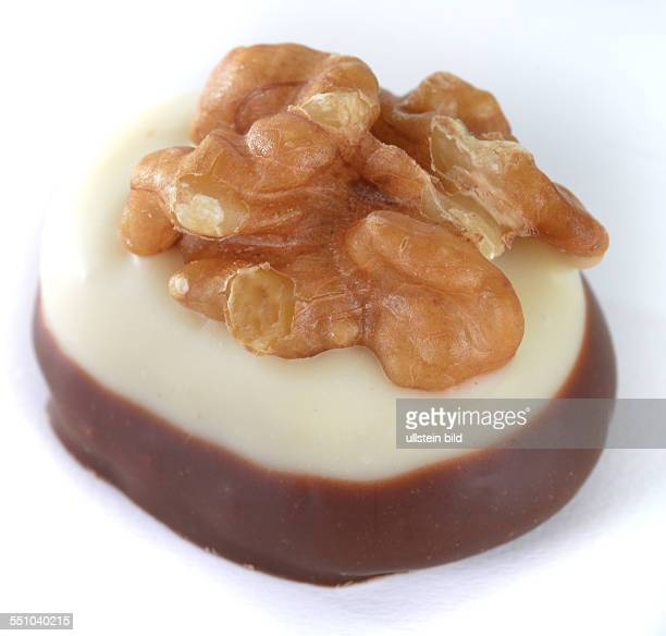 Schokoladenpraline Walnuss Marzipan