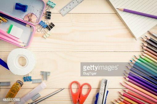 Fondo Utiles Escolares Vector: School And Office Supplies On Wood Background Back To