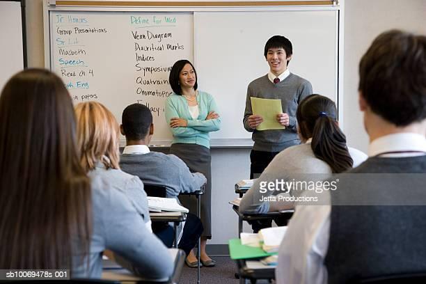 L'école de garçon donnant présentation de la classe