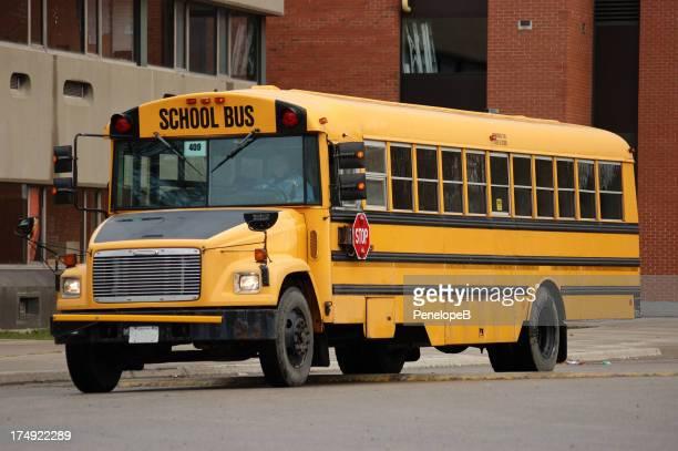 Autobús de colegio llega