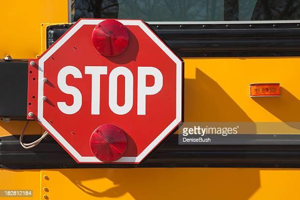 Autobús de colegio señal de pare (Stop)