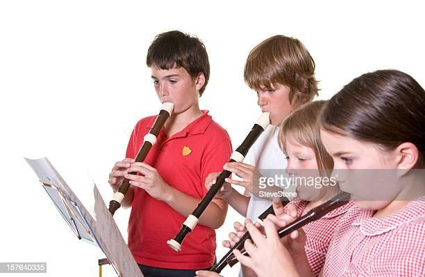 School children playing music Rekorder, isoliert Bildung
