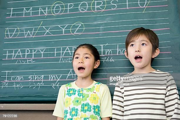 École enfants chantant