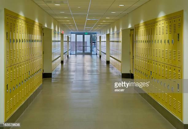 Escola Hallway com armários
