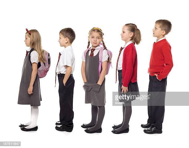 Schule Kinder stehen In Linie, Studio, isoliert