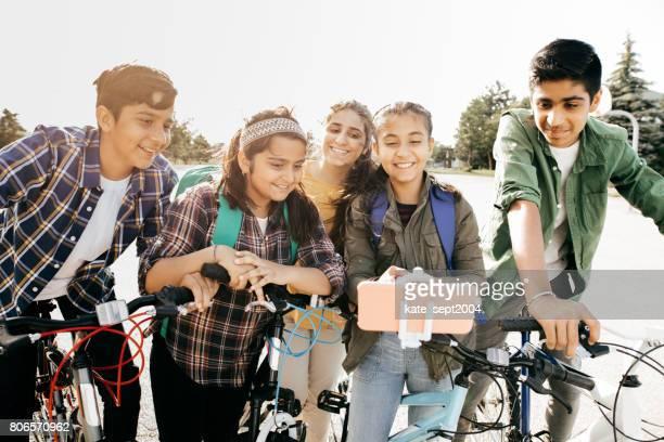 友達と学校の瞬間