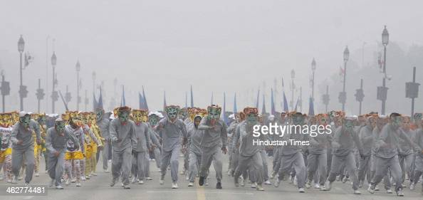 School Students rehearse for Republic Day parade 2014 at Rajpath on January 15 2014 in New Delhi India Republic Day is celebrated every year on 26...