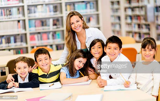 Escola professor com os alunos