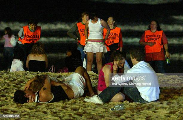 Schoolies hit Surfers paradise on the Gold Coast in Queensland 27 November 2004 SMH Picture by ANDY ZAKELI