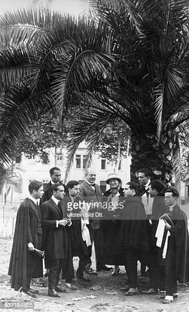 18721945 Schriftsteller Österreich mit Ehefrau Elsbeth und Studenten der Universität Coimbra in Portugal 1926
