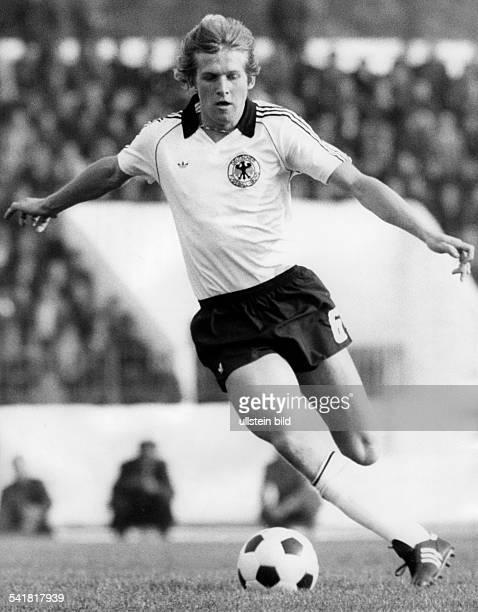 Schuster Bernd *Fussballspieler Trainer D in Aktion im Dress der deutschenNationalmannschaft 1981