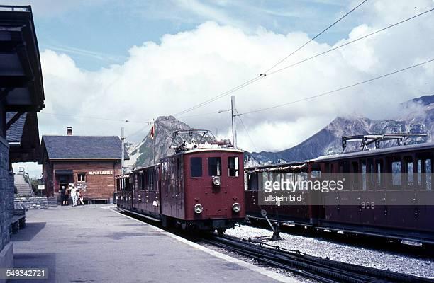 Schweiz um 1967 Baehnle Wilderswil Züge der Berner OberlandBahnen und Schynige PlatteBahn