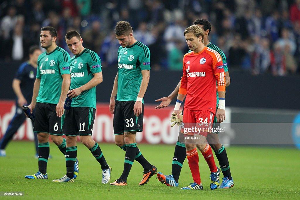 schwerer Gang in die Kabine nach der Niederlage Timo Hildebrand FC Schalke 04 Joel Matip FC Schalke 04 sRoman Neustädter FC Schalke 04 Christian...