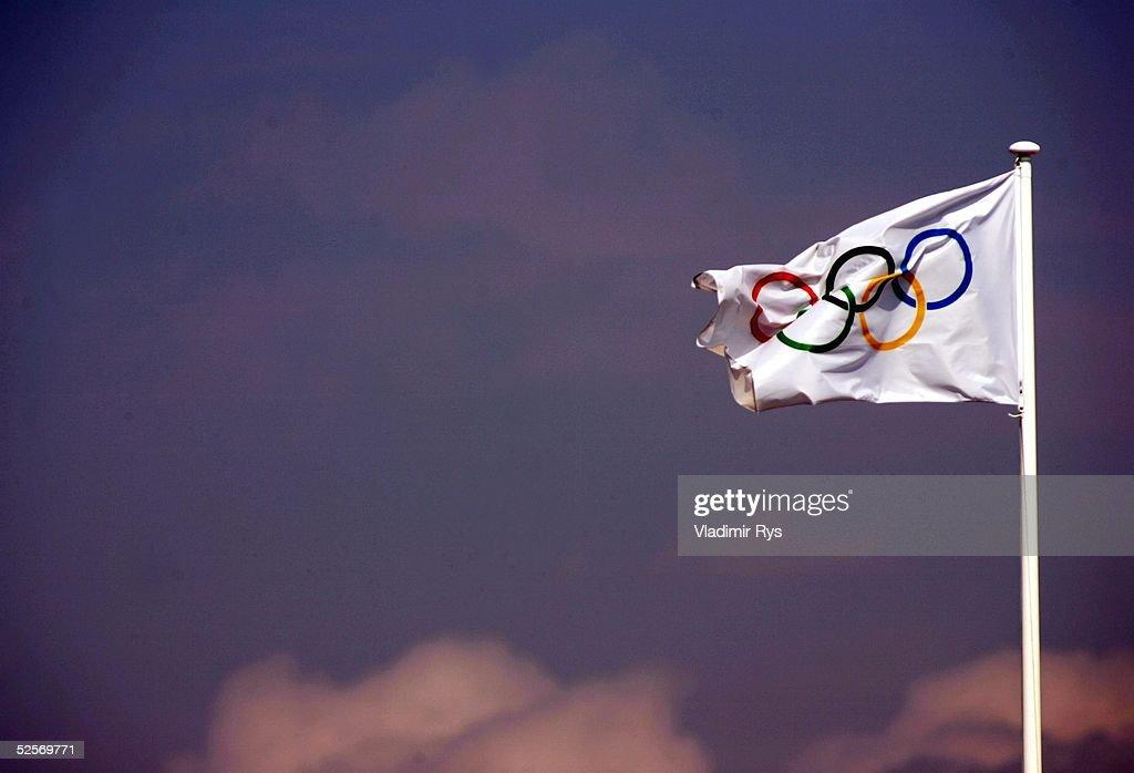 Schwimmen Olympische Spiele Athen 2004 Athen Schmetterling 100m / Frauen Spezial Olympiaflagge 150804