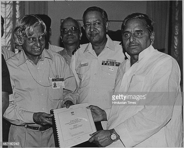 Scientific Advisor to Defence Minister Abdul Kalam presenting a report on fighter aircraft accidents to Defence Minister Mulayam Singh on September...