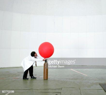 Scienziato Mandare un tempo il palloncino con aria : Foto stock