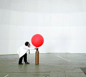 Scienziato Mandare un tempo il palloncino con aria