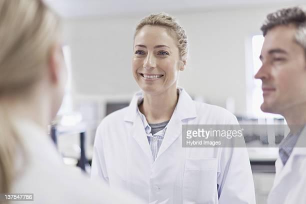 Wissenschaftler Lächeln im pathology lab