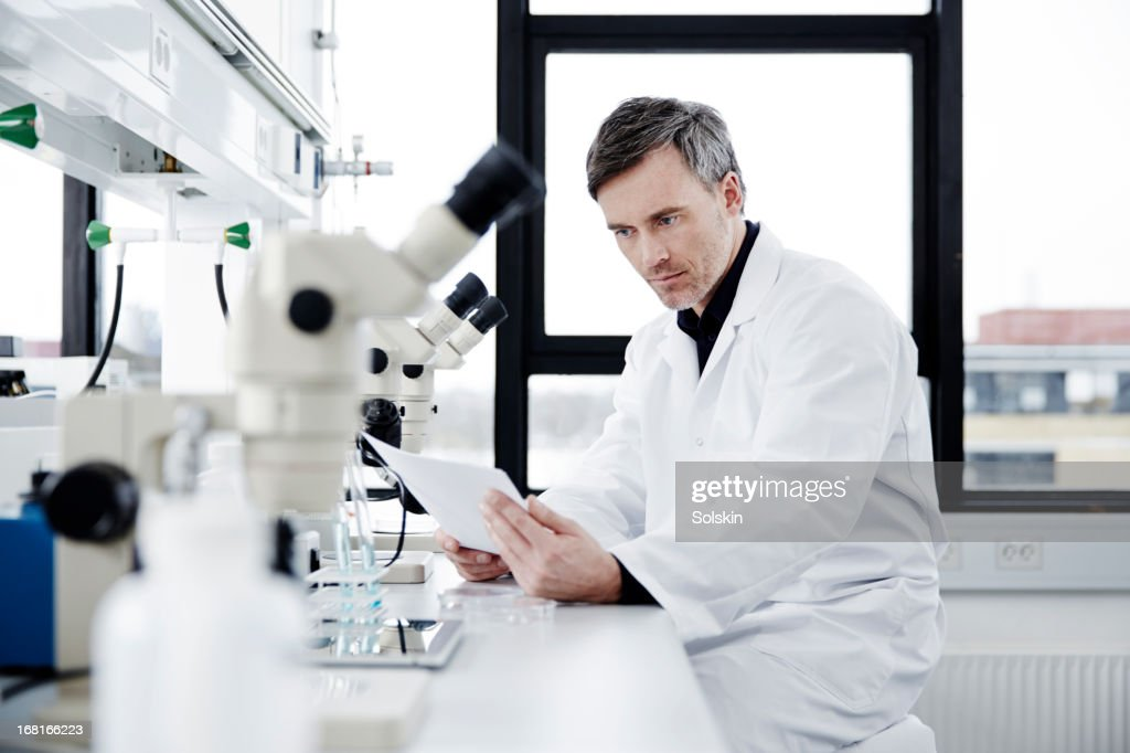 Scientist working in laboratory : Stock Photo
