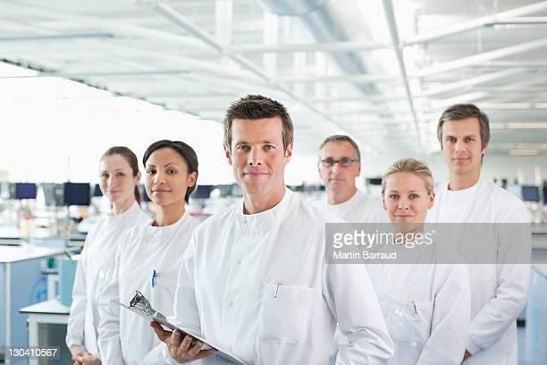 Wissenschaftler Lächeln zusammen im lab