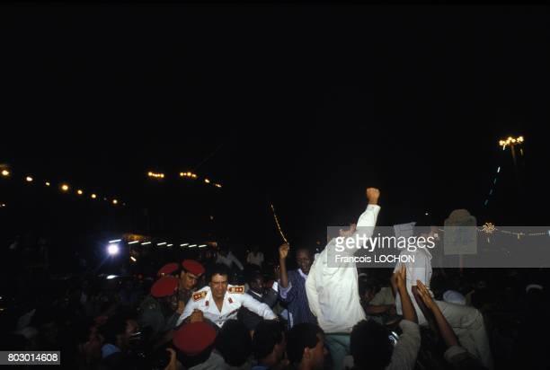 Scène de liesse autour de Mouammar Kadhafi lors du 18ème anniversaire de la révolution libyenne le 2 septembre 1987 à Tripoli Libye