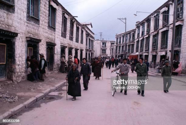 Scène de rue au Tibet en septembre 1980 à Lhassa Chine
