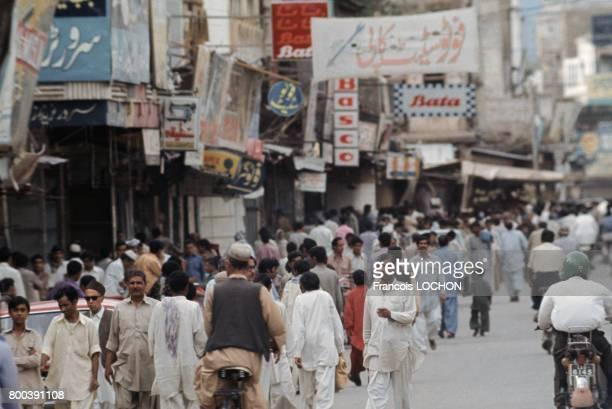 Scène de rue en avril 1977 au Pakistan