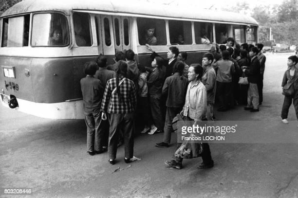 Scène de rue en décembre 1977 à Canton Chine