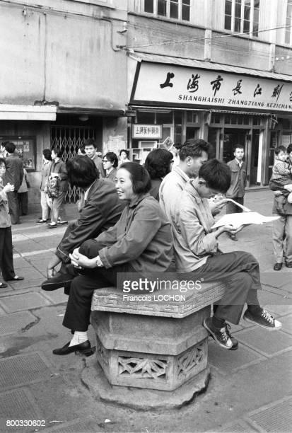 Scène de rue à Shanghai en octobre 1980 en Chine
