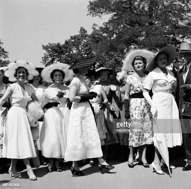 Scène lors de la Journée des Drags à l'hippodrome d'Auteuil à Paris France en 1952