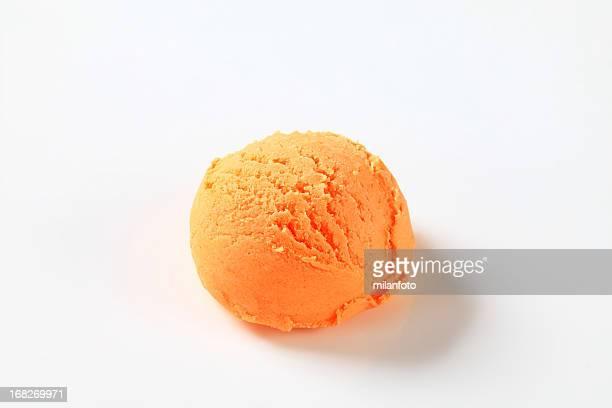 Boule de glace à l'orange