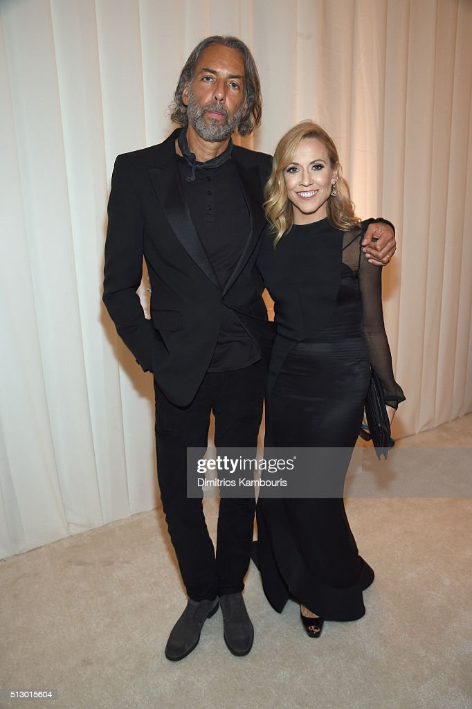 Scooter Weintraub (L) and singer-songwriter Sheryl Crow attend the 24th Annual Elton John AIDS Foundation's Oscar Viewing Party at The City of West Hollywood Park on February 28, 2016 in West Hollywood, California.