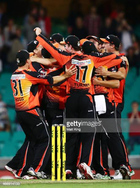 Scorchers players celebrate victory after the final ball during the Big Bash League semi final match between the Sydney Sixers and the Perth...