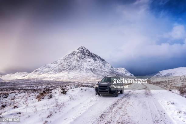 UK, Scotland, Glencoe, Buachaille Etive Mor, Four wheel drive vehicle in winter
