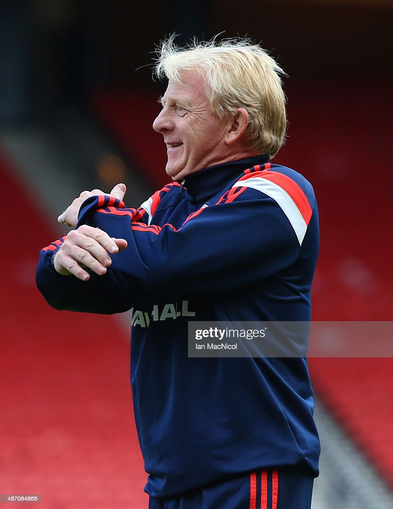 Scotland manager Gordon Strachan looks on during a training session, ahead of their UEFA Euro 2016 qualifier against Germany, at Hampden Park on September 06, 2015 in Glasgow, Scotland.