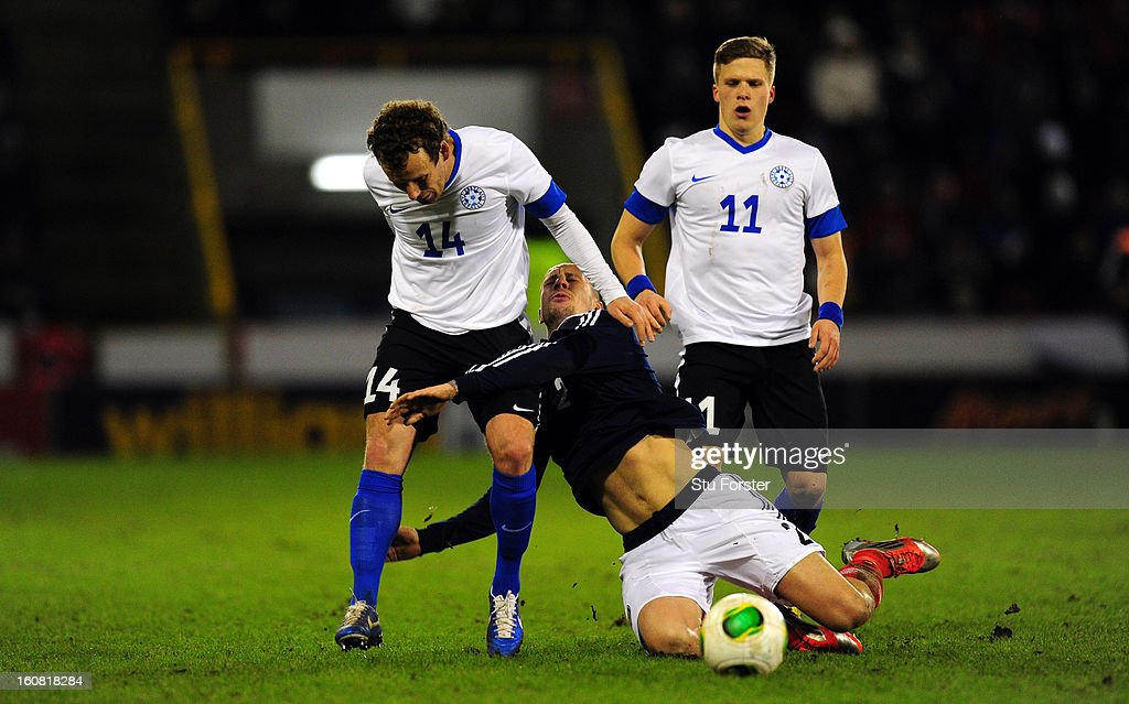 Scotland player <a gi-track='captionPersonalityLinkClicked' href=/galleries/search?phrase=Alan+Hutton&family=editorial&specificpeople=839355 ng-click='$event.stopPropagation()'>Alan Hutton</a> is challenged by Konstantin Vassiljev of Estonia during the International Friendly match between Scotland and Estonia at Pittodrie Stadium on February 6, 2013 in Aberdeen, Scotland.