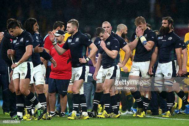 Scotland players look dejected after the 2015 Rugby World Cup Quarter Final match between Australia and Scotland at Twickenham Stadium on October 18...