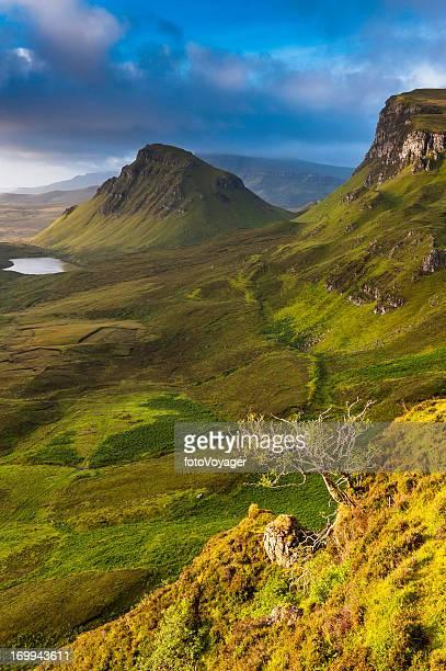 Écosse paysage sauvage lumière dorée mountain ridge Highlands