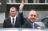 Scotland's First Minister Alex Salmond gives a thumbs up to reporters as he campaigns in the East Kilbride shopping centre on September 17 2014 in...