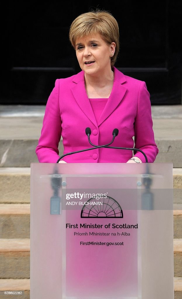 Scotland's First Minister and SNP leader Nicola Sturgeon addresses the media outside Bute House, the official residence of the Scottish First Minister, in Edinburgh, Scotland, on May 6, 2016. Scottish nationalists won a third term in power but lost their outright majority Friday in one of a series of local and regional elections seen as a key test for Labour leader Jeremy Corbyn. / AFP / Andy Buchanan